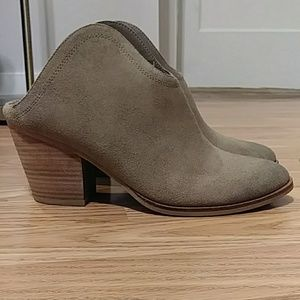 NWOT Taupe Booties